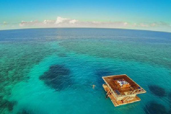Conheça o quarto de hotel flutuante que é um verdadeiro espetáculo!