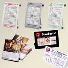 Calendários em PVC ou papel, com suporte em capa de CD. Adquira já o calendário personalizado com as características da sua marca!