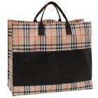 Bolsa personalizada com alça demão e 2 bolsos frontais. Medida: 44,5 x 38 x 15,5 cm (sem alça).