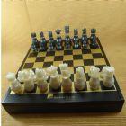 Armaz�m Brasileiro - Estojo com jogo de xadrez e dama, pe�as em tipo madrep�rola, medidas 36x36x5,5 cm.