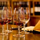 Oxford - Degustar um bom vinho pode proporcionar in�meras sensa��es, o prazer de descobri novos aromas pode tornar um momento inesquec�vel quando se tem um vin...