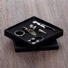Kit vinho 5 peças em caixa de papelão. compartimento interno revestido com espuma resistente