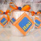 Kits & Requintes - Caneca de porcelana lisa com ch� personalizado. Embalada com celofane, fita de cetim e bot�o decorativo.