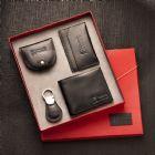 Kit personalizado confeccionado em couro, contendo carteira, porta cartão, porta níquel e chaveiro