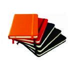 Caderneta com aproximadamente 80 folhas (na cor creme - amarelo claro), folhas pautadas. Material: Couro sintético liso. - Medidas para gravação (CxL...