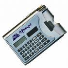 Calculadora com caneta e porta cartão. Medida para gravação (CxL): 6,9 cm x 2,0 cm Tamanho total (CxL): 9,8 cm x 6,7 cm Peso: 36 g