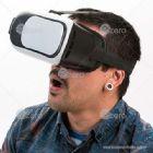 Óculos de visão 360º para celular. Material plástico resistente, possui: suporte acolchoado para um melhor conforto no rosto, elástico para fixação na...