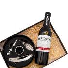 Kit Vinho com kit abridor e Vinho Periquita Original 375 ml ou 750 ml, embalado em caixa de papel duplex com gravação na tampa da caixa.