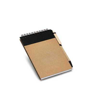 Caderno. Cartão. Capa dura. Com 60 folhas não pautadas de papel reciclado. Incluso esferográfica....