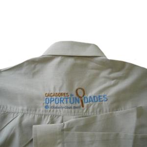 174bc203a1 Camisa social de manga longa promocional com bordado personalizado. Sua  marca estampada em um produto