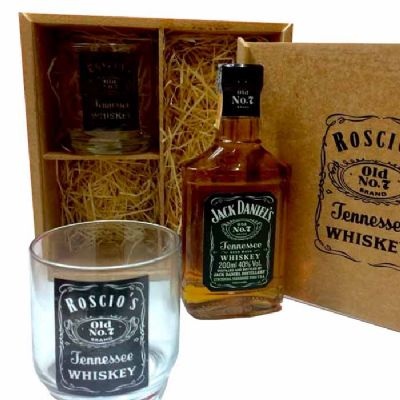 Estojo em mdf natural 2 copos de vidro whisky garrafa Jack Daniels