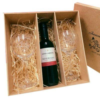 Print Maker - Kit vinho com 2 taças e uma garrafa de vinho.