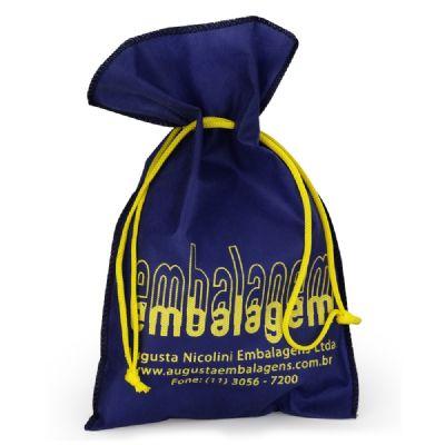Embalagem - Embalagem personalizada em TNT com cordão. Pode ser feita em qualquer tamanho, cor e tecido.