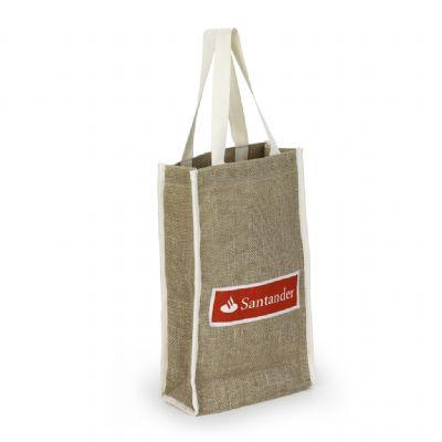 Embalagem - Sacola personalizada em juta com forro de TNT, acabamento em viés de algodão por fora para dar resistência e ficar um detalhe.