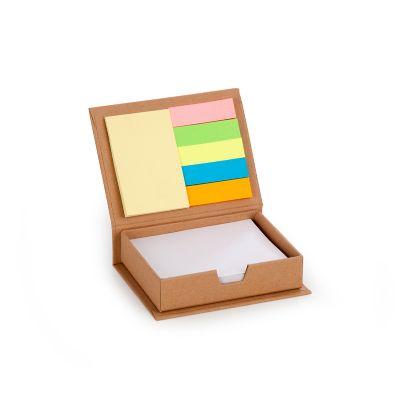 Caixa personalizada em papelão reciclado, com 150 folhas brancas e 6 blocos de auto colantes coloridos.