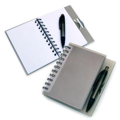 Marca Laser - Caderno de anotações personalizado, em espiral (contendo 100 folhas brancas), com capa e caneta esferográfica em Polipropileno na cor fumê.