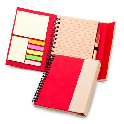 Caderno de anotações personalizado, em espiral capa dura, fechamento através de ímã na aba externa, contendo 70 folhas em kraft pautado.
