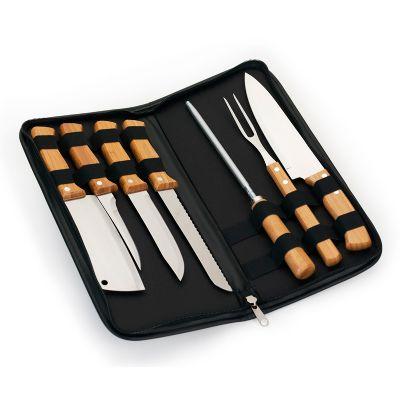 Estojo para cozinha personalizado em material sintético na cor preta com faca, afiador, garfo, cutelo, faca de pão, faca de cozinha e faca de desossa em bambu.
