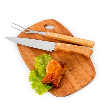 """Marca Laser - Kit churrasco personalizado com tábua oval em bambu - Medidas: 300 x 190 x 10 mm, faca 7"""" e garfo em bambu/aço inox."""