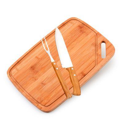 """Marca Laser - Kit churrasco, tábua em bambu com alça lateral - med. 420x 280x 15mm, faca 8"""" e garfo em bambu/aço inox"""