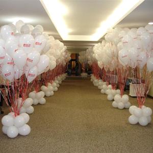 universo-dos-baloes - Balão com gravação personalizada e arranjos de chão.