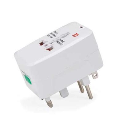 Adaptador universal branco em plástico resistente.Possui plug EUROPE: para uso basta puxar a toma...