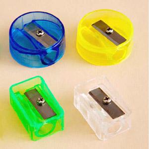 Apontadores de lápis injetados em PVC Cristal em diversas cores. - Madson Brindes
