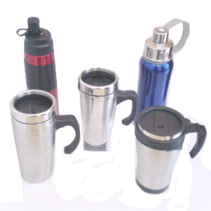 Madson Brindes - Canecas e squeezes térmicos em alumínio, personalizados em diversas cores e modelos, com ou sem detalhes em látex preto. Garanta já o seu!