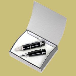Caneta com pen drive e laser point, metalizada ou em cores.