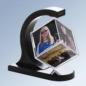 Porta foto cubo com design super arrojado, comporta 6 fotos.
