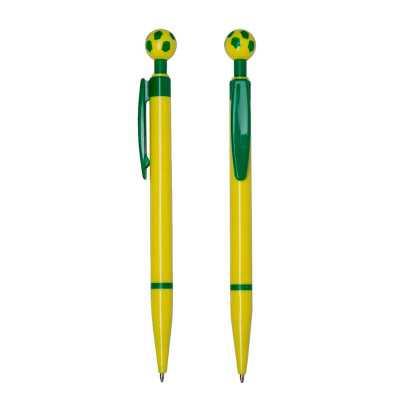 o-medico-das-canetas - Caneta plástica amarela com detalhes verdes. Possui bola de futebol no clip, parte inferior com anel verde. Mecanismo de botão de pressão e a carga po...