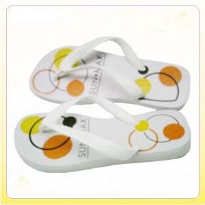 Chinelo e sandália personalizados com impressão em Silk Screen.