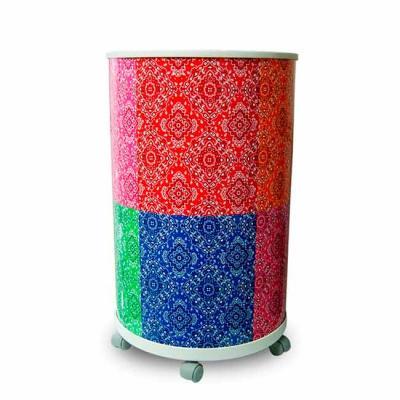 Cooler com corpo injetado na cor branca. A tampa é transparente e injetada em plástico com elasti...