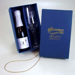 Kit champagne Baby com taça embalada em caixa de papelão forrada. - Brindes da Terra