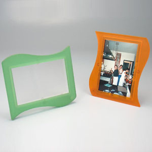 brindes-da-terra - Porta retrato com modelo bandeira, 2 visores, várias cores e personalização através de silk screen.