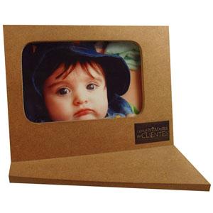brindes-da-terra - Porta retrato em madeira com opções de acabamento (escurecido/seladora) ou apenas cru. Dimensões: 21x12.