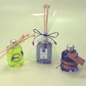 brindes-da-terra - Kit de aromatizante em pote de PVC 250 ml com tampa rosqueável, com essências naturais e rótulo personalizado com adesivo vinílico, incluso difusor de...