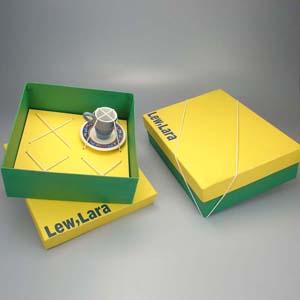 Brindes da Terra - Caixa de papelão paraná forrada com papel Color Plus ou Kraft  em diversas cores, tampa de encaixe, parte interna com ou sem berço conforme projeto, f...
