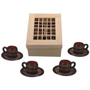 Brindes da Terra - Kit de café personalizado Marajoara com 04 xícaras e pires de cerâmica na caixa artesanal de meriti com tampa trançada e divisórias. Dimensões: 25 x 1...