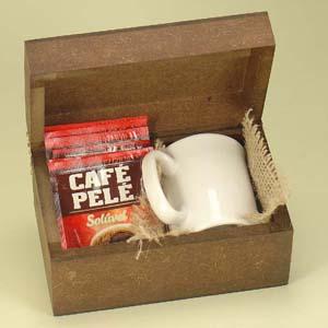 brindes-da-terra - Kit composto por caneca de porcelana branca modelo capuccino e 06 sachês de café embalados em caixinha de MDF. Personalização na caneca e silk na emb...