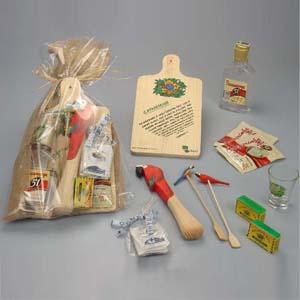 Brindes da Terra - Kit caipirinha com motivos tropicais contendo 01 amassador e mexedor, 01 mini rapadura de 25 gr, 02 fitas do Senhor do Bonfim, 05 sachês de açúcar em...