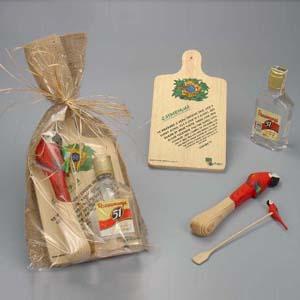 Brindes da Terra - Kit personalizado de caipirinha contendo 01 amassador com motivos tropicais de Arara ou Tucano; 01 mexedor com motivos tropicais de Arara ou Tucano; 0...