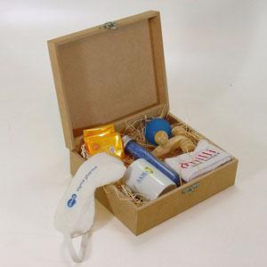 Brindes da Terra - Kit relax com mini massageador de madeira modelo 04 bolas, toalha lavabo branca (30 x 48), caneca porcelana branca modelo capuccino, máscara dormir, f...