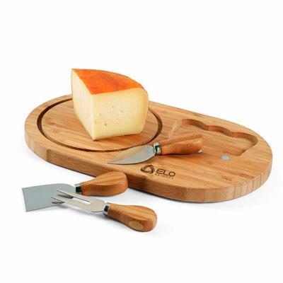 Que tal um brinde criativo para a sua empresa! O kit queijo personalizado é composto de tábua e a...
