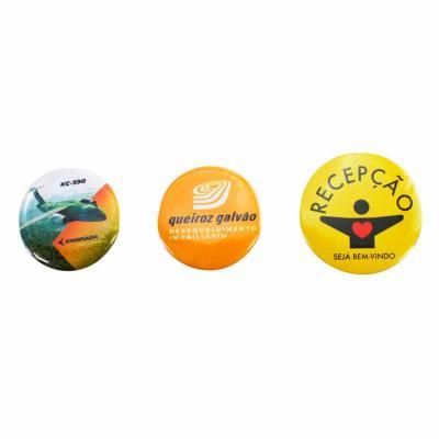 O botton imã personalizado é fabricado em metal, está disponível em quatro tamanhos e tem fecho c...