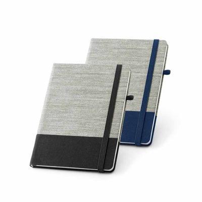 Desenvolvido em palha e algodão canvas, com capa dura, o produto vem com porta esferográfica e 96...