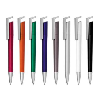A caneta plástica personalizada está disponível nas cores branco, cinza, laranja, prata, preto, v...