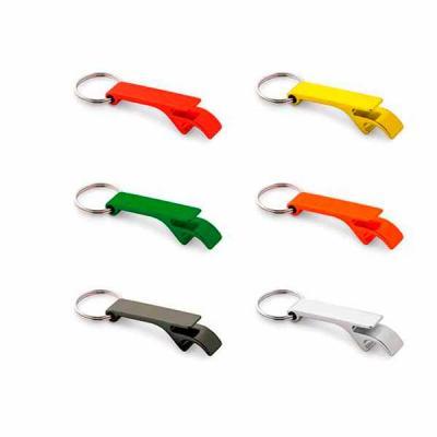 Com design diferenciado, o chaveiro abridor de garrafa personalizado é prático, reúne duas funçõe...