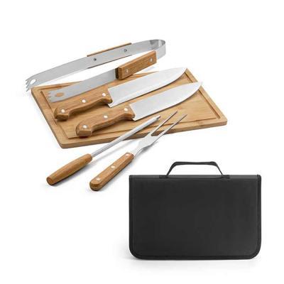 Super compacto, o conjunto vem com tábua, garfo, faca, chaira e pegador, acomodados em um estojo ...