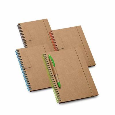 Super charmoso, o porta-recado personalizado conta com capa dura, 60 folhas pautadas de papel rec...